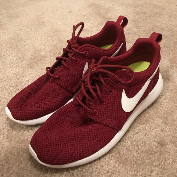 Zapatos Hombres Nike Hombres Zapatos Size 8 Rosche Poshmark 2d5bfa